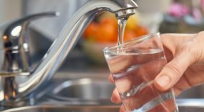 Eau du robinet : la qualité de l'eau coule de source  pour 100 % des consommateurs du Val-de-Marne
